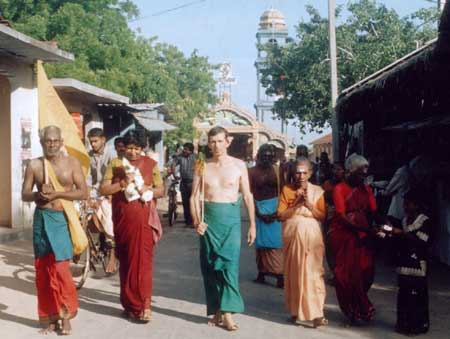Pada Yatra pilgrims set out from Selva Sannidhi Kovil, Jaffna