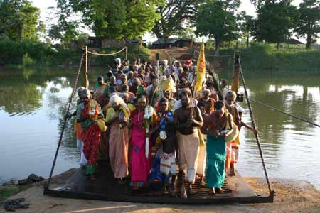 Pada Yatra pilgrims setting out from Verugal Murugan Kovil cross the Verugal River in 2005