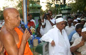 Ven. Dr. Aluthwewa Soratha Thera addresses the Kataragama Flag Hoisting