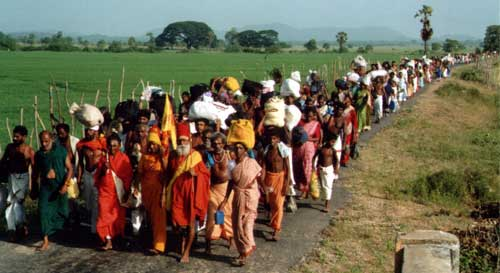 Kataragama Pada Yatra pilgrims cross Ampara district, June 2002